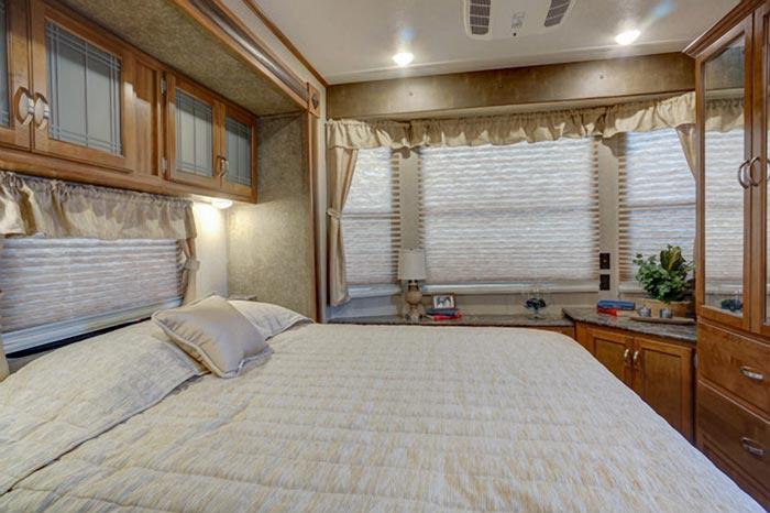 residence-trailer-bedroom